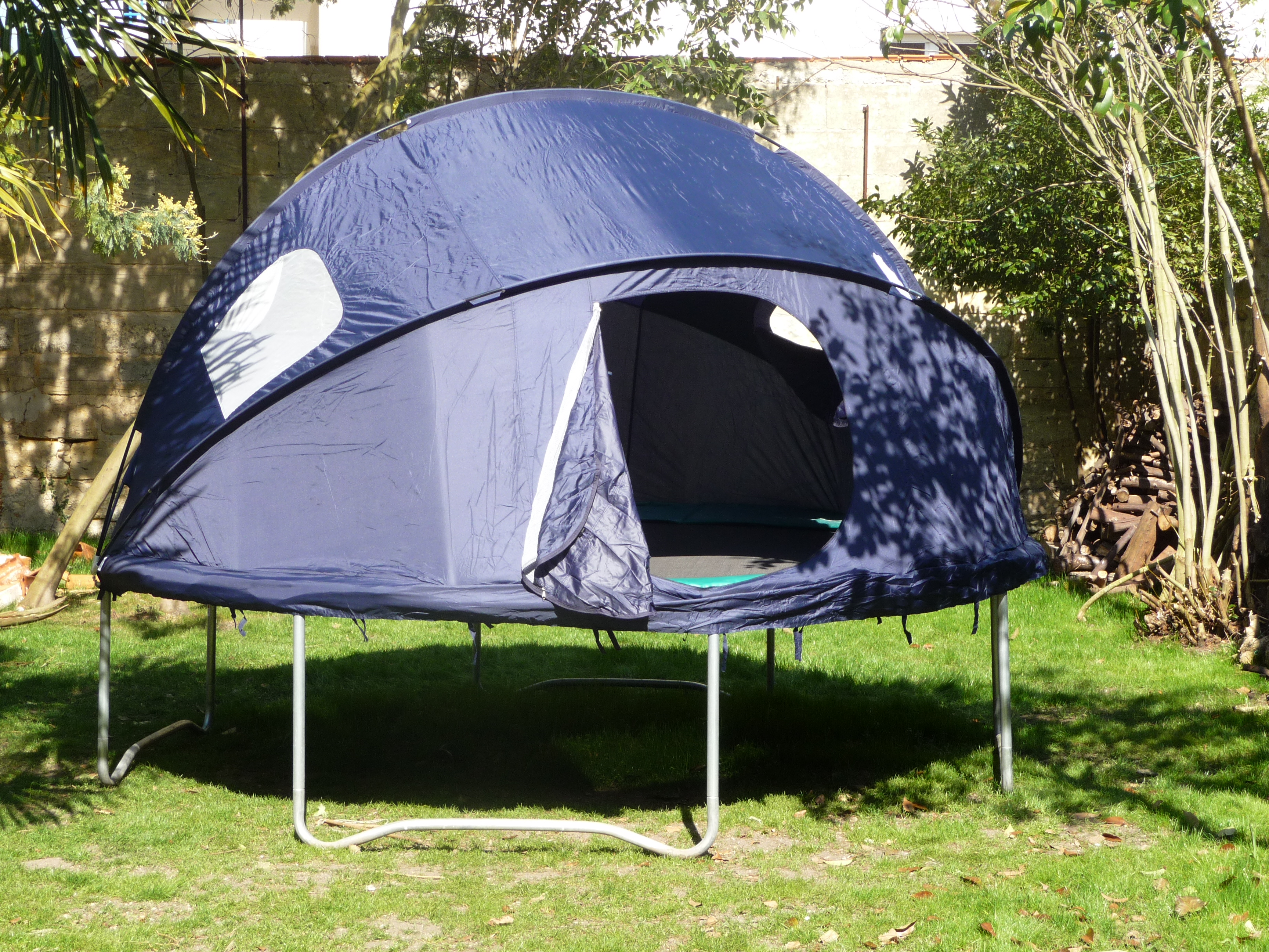 faire du camping sur un trampoline c est possible france trampoline le blog sur le trampoline. Black Bedroom Furniture Sets. Home Design Ideas