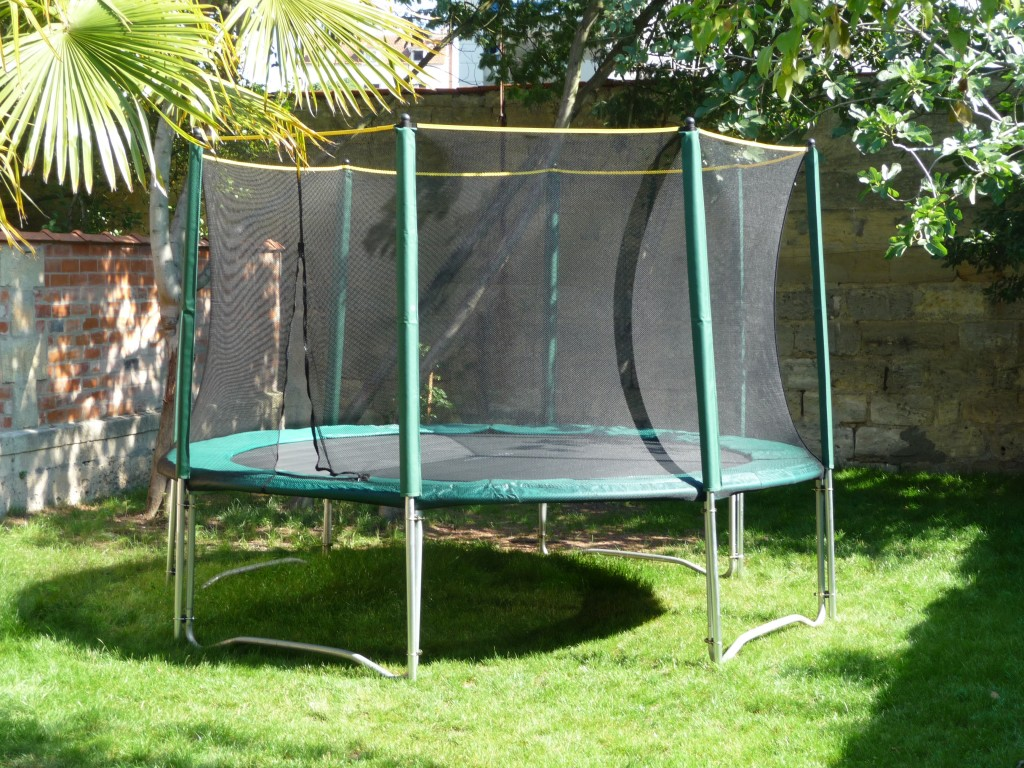soldes sur nos trampolines de jardin pour enfant france trampoline le blog sur le trampoline. Black Bedroom Furniture Sets. Home Design Ideas