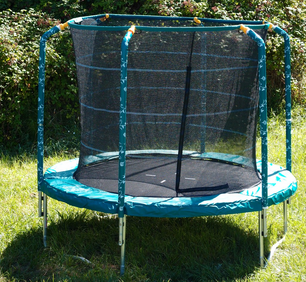 pourquoi acheter un trampoline de jardin france trampoline le blog sur le trampoline. Black Bedroom Furniture Sets. Home Design Ideas
