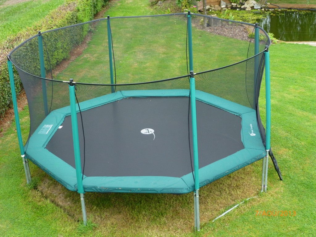 keep your body healthy with a 14 ft trampoline best trampoline reviews. Black Bedroom Furniture Sets. Home Design Ideas
