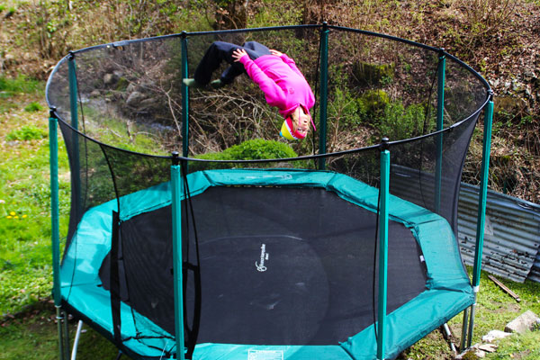 acheter un trampoline en suisse. Black Bedroom Furniture Sets. Home Design Ideas